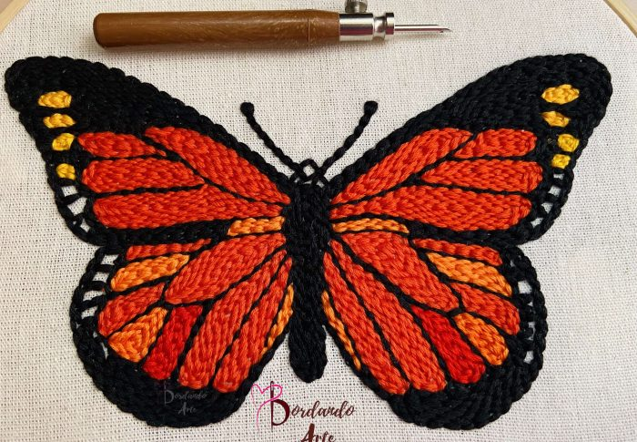 Bordar mariposa monarca con aguja mágica Punch needle embroidery butterfly