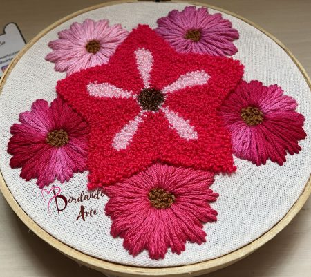 Dos formas distintas de usar la aguja mágica | Embroidery flowers punch needle