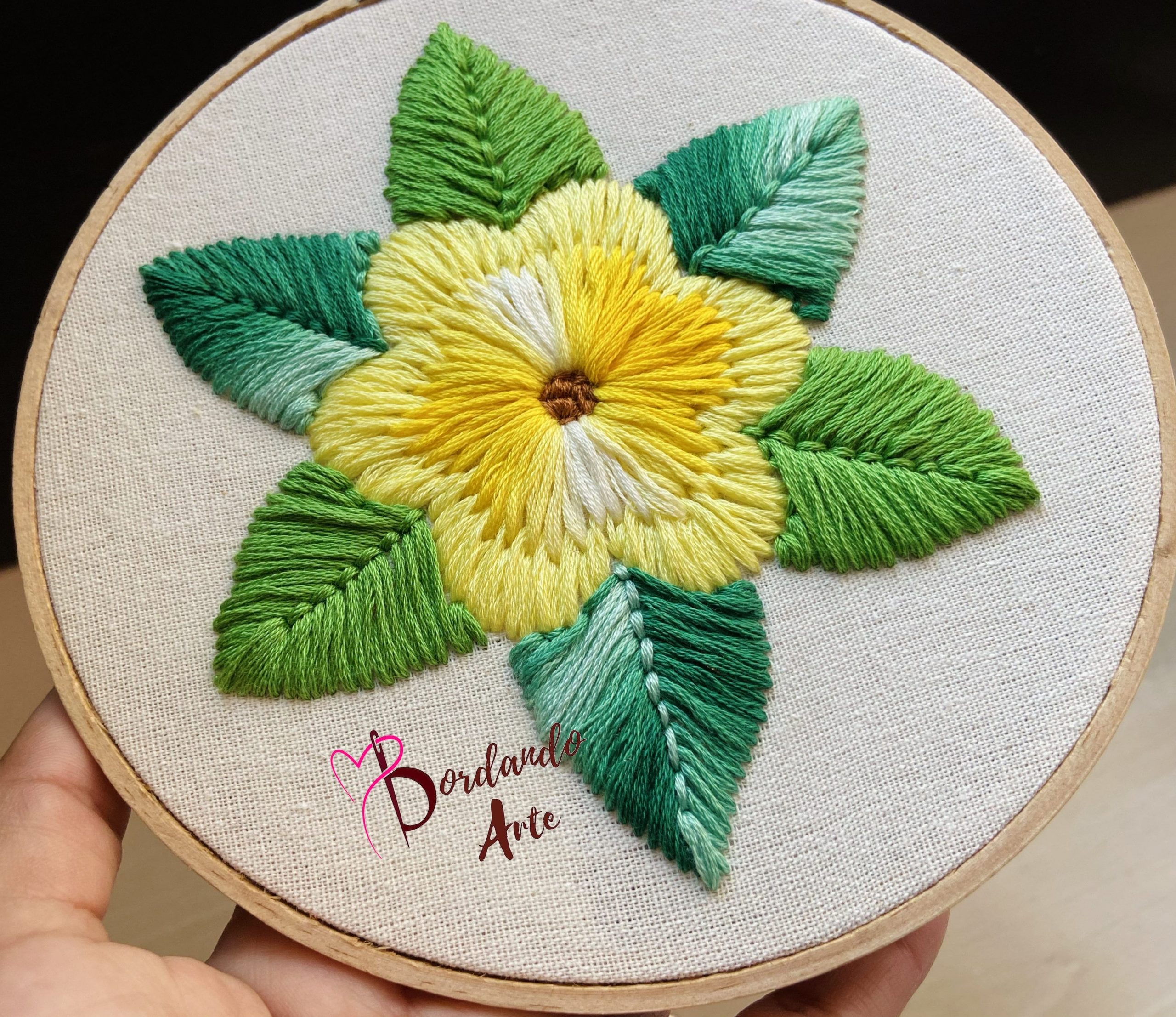 Bordar flores con aguja mágica | Embroidery flowers punch needle - Bordando  Arte