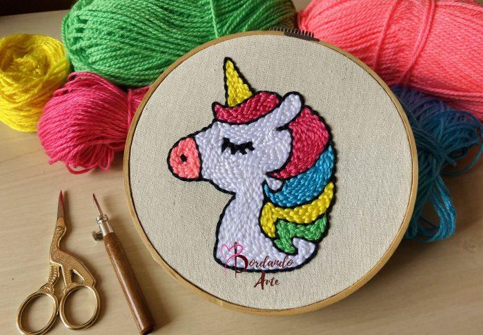 Como bordar unicornio con estambres y aguja magica